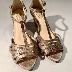 Seychelles gold vintage sandals
